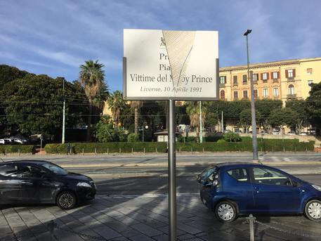 Moby Prince: sfregiata targa a Cagliari