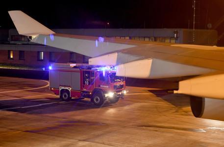 Un problema tecnico ferma l'aereo della Merkel: atterraggio di emergenza