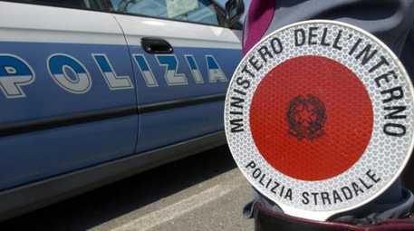 Morto Elia Pietschmann, attore 29enne: tragico incidente in moto in Sardegna