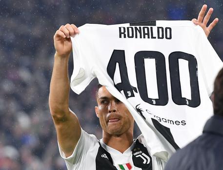 """Ronaldo, """"stima, affetto e Grande Juve""""  senza gol ma con l'assist del 3-1 bianconero sul Cagliari"""