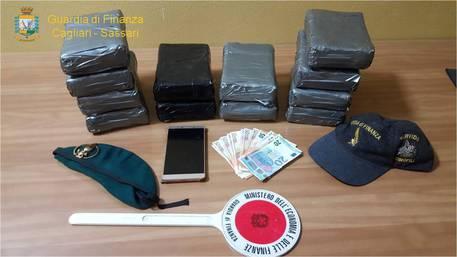 Dalla Spagna alla Sardegna per invadere il mercato isolano con 1,5 milioni in cocaina - arrestato uno spagnolo