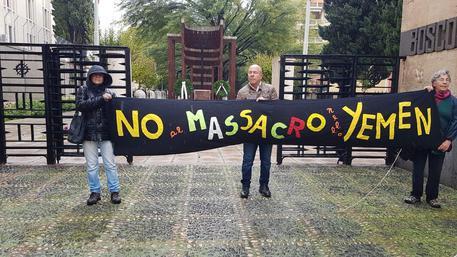 4 Novembre: cerimonia davanti al Monumento dei caduti a Cagliari durata solo qualche minuto, a causa della forte pioggia
