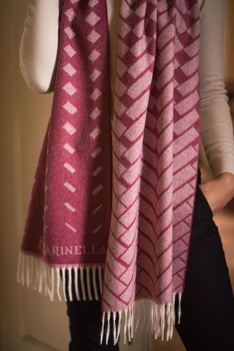 nuovi stili dd9d0 62be8 Marinella lancia collezione sciarpe - Moda - ANSA.it