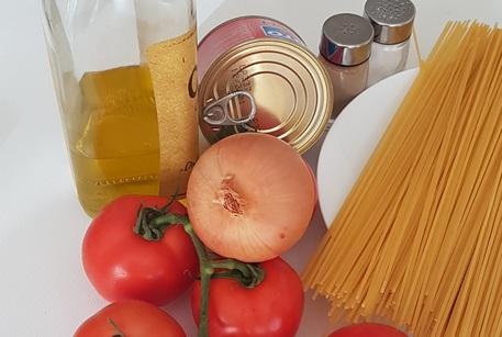 Spaghetti Col Tonno Alla Bolognese Diventano Tradizione Emilia