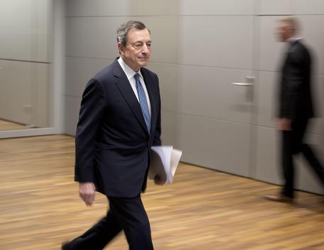Mario draghi al parlamento europeo la diretta economia for Diretta parlamento