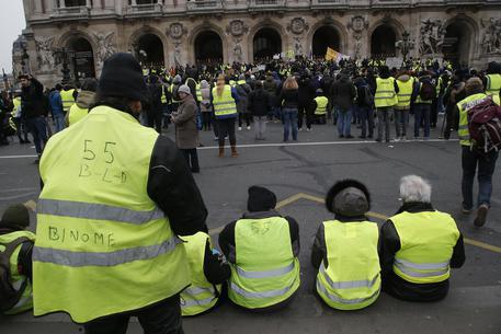 Gilet gialli:a Parigi e Valence ancora in strada,'XII atto'