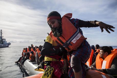 nel 2019 sbarcati 155 migranti, l`anno scorso sono stati 2.730.