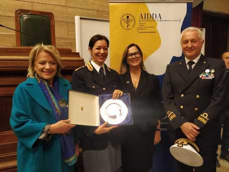 Premio Aidda ad Adriana Cammi, prima donna in Italia a dirigere un Reparto Mobile della Polizia di Stato © ANSA