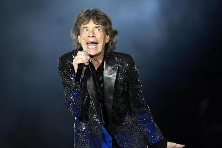 Rolling Stones cancellano tour Usa, Mick Jagger sta male