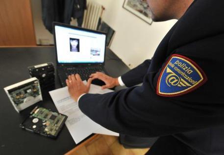 Spycam in bagno liceo arrestato studente cronaca ansa.it