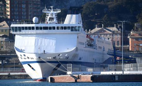 (FOTO) Genova, si schianta sulla banchina la nave Tirrenia proveniente dalla Sardegna
