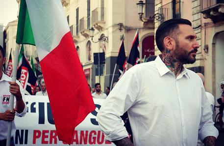 Circondano, legano e picchiano dirigente FN: raid rivendicato dai movimenti antagonisti$