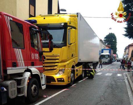 Malnate, camion investe due anziani: morti