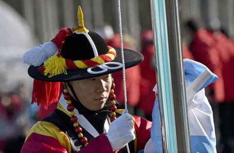 Olimpiadi: proteste all'arrivo in Corea del Sud di artisti nordcoreani