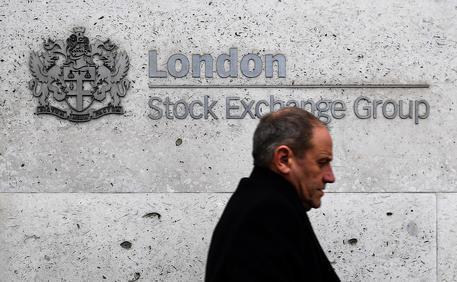 Borsa, Milano e l'Europa partono in rialzo