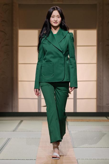 Da h m studio sfila minimalismo giappone moda for Minimalismo giapponese