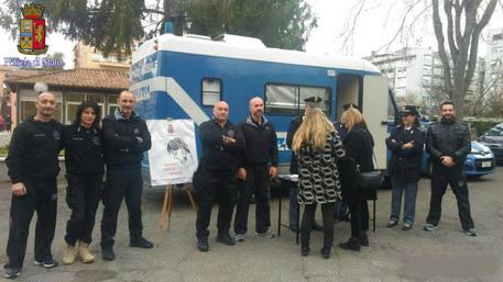 Molesta donna su bus a Roma, ma è poliziotta che lo arresta © Ansa