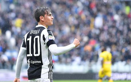 Juventus-Udinese 1-0: al 21' magia di Dybala, l'argentino calcia all'incrocio dei pali sul calcio di punizione dal limite. © ANSA