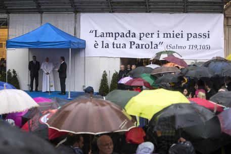 Benedetto XVI difende Francesco: la lettera per mettere a tacere le polemiche