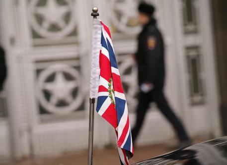 Londra sospende i rapporti bilaterali con la Russia