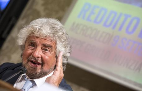 M5S, Grillo cambia e apre alla Lega: