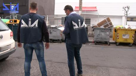 Catania, mazzette su appalto rifiuti indagati 4 funzionari del Comune