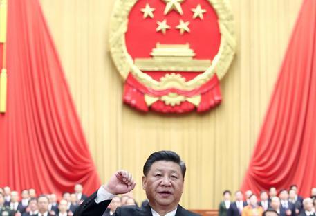 Xi Jinping superpresidente, rieletto all'unanimità e senza limiti di mandato