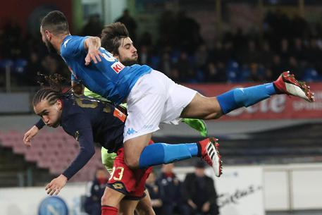 Napoli 1 Genoa 0: Albiol goal maintains pressure on Juve