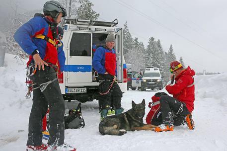 Francia, almeno 4 sciatori uccisi da valanga su Alpi