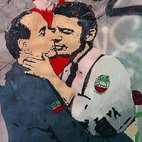 Salvini e Di Maio si baciano appassionatamente. Succede a Roma