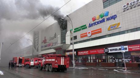 Incendio in centro commerciale Siberia, 37 morti, molti bimbi