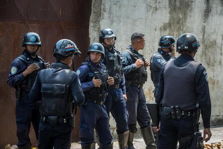 Venezuela: rivolta in centro di detenzione, 68 morti in un incendio