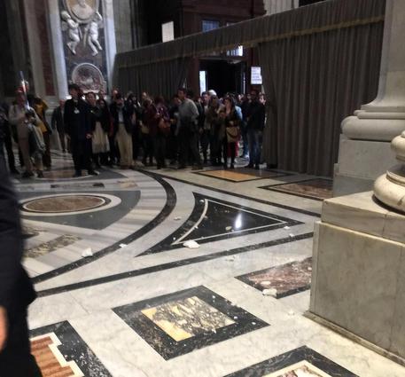 La Basilica di San Pietro cade a pezzi? Ecco cosa sta succedendo