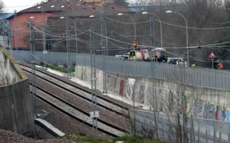 Operaio muore folgorato a Bologna