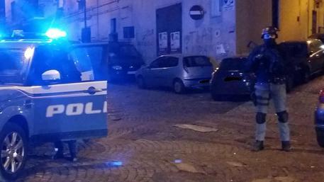 immigrato marocchino vandalizza auto di scorta giudice e pesta agenti: niente carcere - ansa