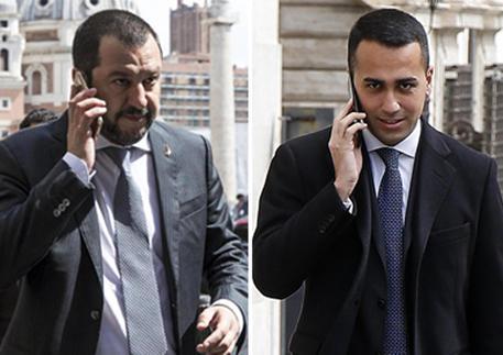 In una combo Salvini e Di Maio al telefono © ANSA