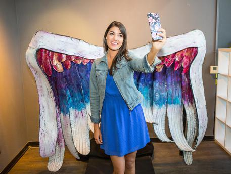 MUSEO DEI SELFIE - Tiffany Rose Photography - Collette Miller Angel Wings with model-8148 © ANSA
