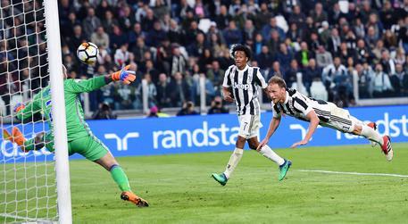 Serie A: 3-0 a Samp, Juve a +6 sul Napoli F2efb471ce540e3aae70b5a2d59f6aaf