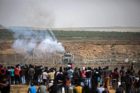 Gaza, il fuoco d'Israele fa tre morti e centinaia di feriti palestinesi