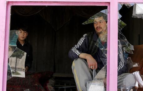 Kamikaze a Kabul: almeno 30 morti