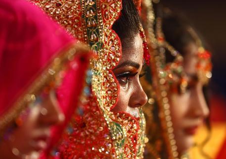 Pakistan: non si converte islam, il promesso sposo le dà fuoco
