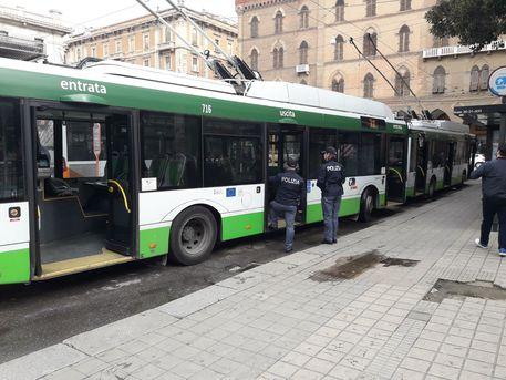 Controllore bus aggredito a Cagliari
