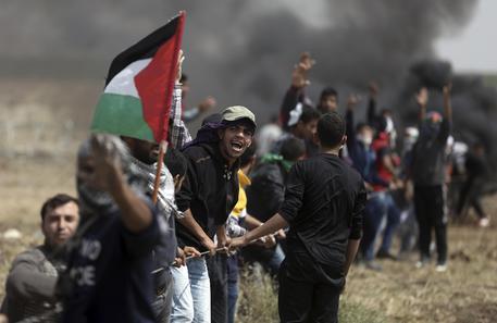 Gaza: 168 manifestanti feriti in scontri con esercito