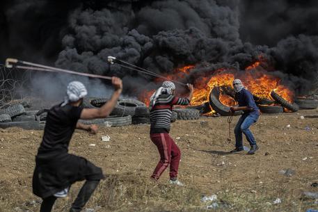 Proteste a confine Gaza-Israele: 3 palestinesi morti, oltre 300 feriti