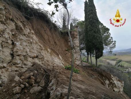 Crolla un tratto delle mura di San Gimignano. Nessun danno a persone