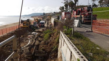 Incidenti lavoro: crolla muro, morti due operai © ANSA