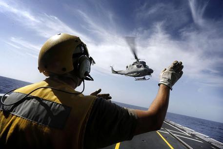 Cade un elicottero della Marina italiana, morto un mebro dell'equipaggio