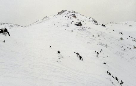 Aosta, valanga travolge cinque persone: due estratti vivi dalla neve