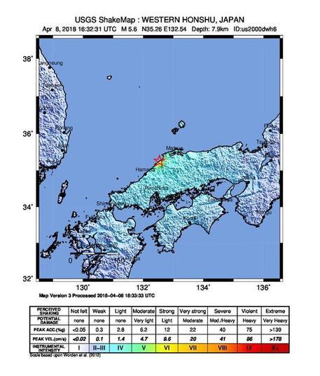 Terremoto in Giappone: 5 feriti e danni a strade ed edifici