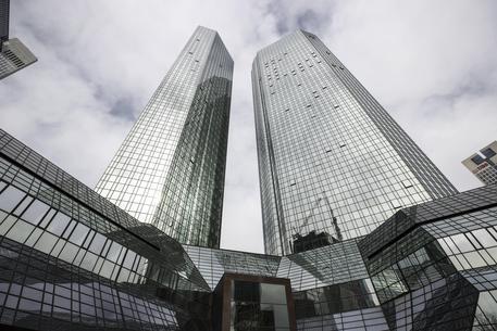 Deutsche Bank, crolla l'ultile nel trimestre